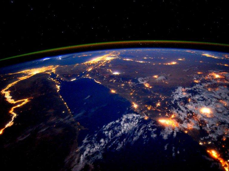 northern lights over earth footloosenomad