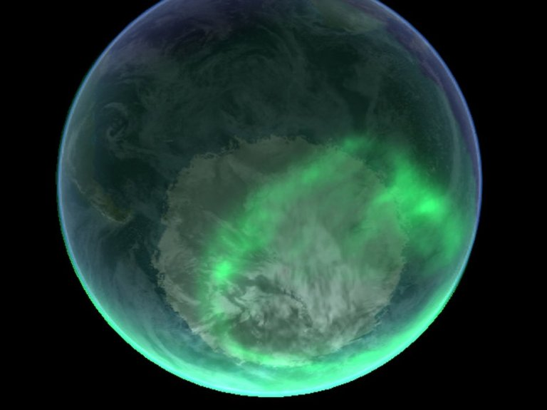 Northern lights over south pole footloosenomad