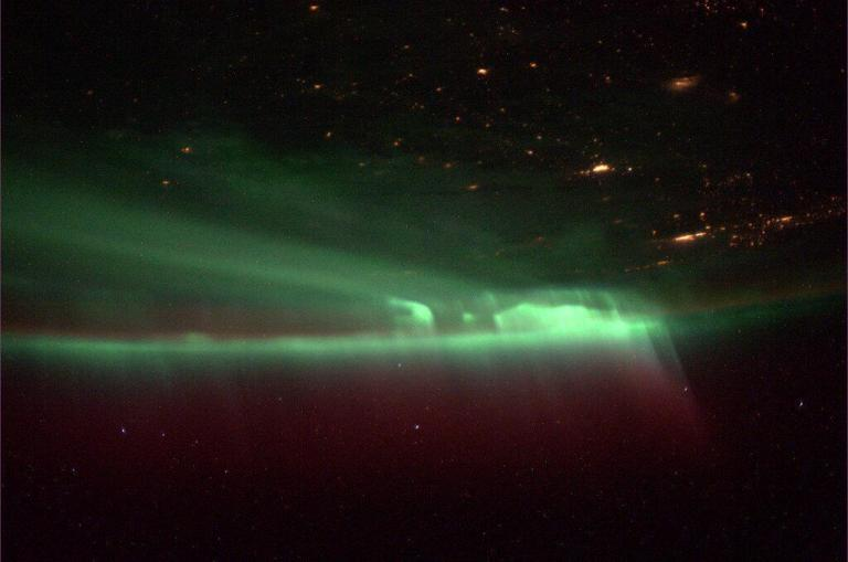 northern_lights_iss_20131009